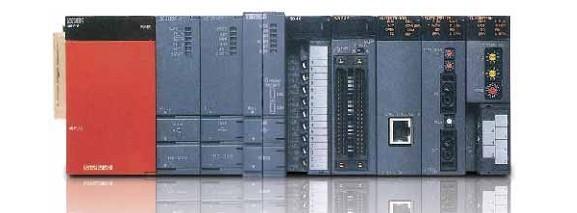 Q系列PLC是三菱公司从原A系列PLC基础上发展过来的中、大型PLC系列产品,Q系列PLC采用了模块化的结构形式,系列产品的组成与规模灵活可变,最大输入输出点数达到4096点;最大程序存储器容量可达252K步,采用扩展存储器后可以达到32M;基本指令的处理速度可以达到34ns;其性能水平居世界领先地位,可以适合各种中等复杂机械、自动生产线的控制场合。